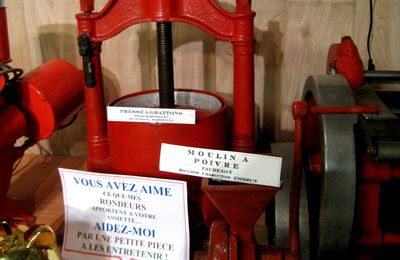 Moulin à poivre, machine à barder, cutter ...