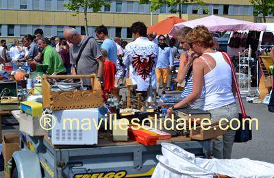 La Roche-sur-Yon. Vide-Grenier aux Pyramides le samedi 24 mai 2014.