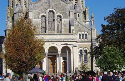 La Roche-sur-Yon. Le vide grenier conclue le festival Méli mel arts.