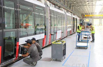 Macron séduit les milieux d'affaires, Alstom veut contrôler le chemin de fer algérien