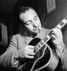 django reinhardt, le guitariste le plus respecté et influent de l'histoire du jazz, il donne naissance à un style de jazz à part entière le jazz manouche
