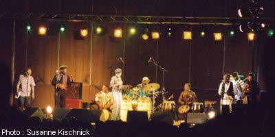 balkouta, le mariage très africain des percussions gwoka et d'onomatopées fulgurantes du groupe guadeloupéen balkouta