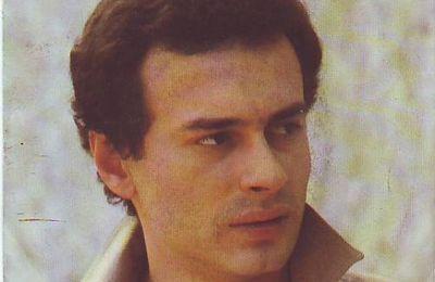 """pino d'angio, un chanteur italien qui se fit connaitre avec un morceau rap """"ma quale idea"""""""