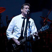 glenn frey, surtout connu pour avoir été membre fondateur et guitariste du groupe de rock eagles