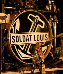 soldat louis, un groupe de rock originaire de lorient qui mélange la musique traditionnelle de bretagne avec les instruments classiques du rock et cornemuse écossaises