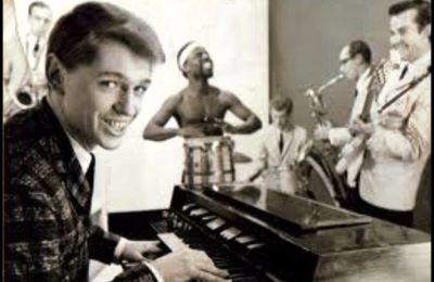 georgie fame, un chanteur et organiste anglais de rythm and blues, cet ancien musicien de rock se fait connaitre dans les années 1960