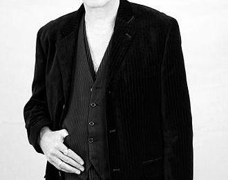 david j haskins, un musicien, producteur et écrivain alternatif britannique qui fut bassiste pour le groupe de rock gothique bauhaus et love and rockets