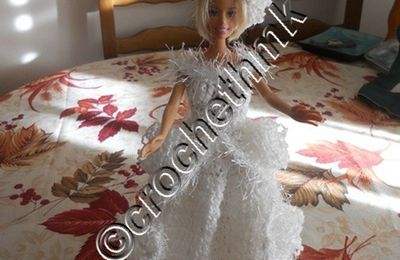 barbie en robe blanche