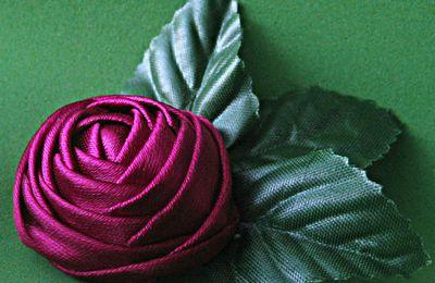 Une rose pourpre en ruban: tutoriel
