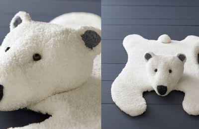 Le tapis ours tricoté