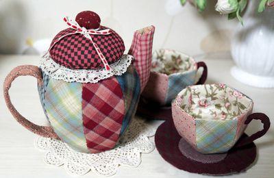 Tasses et théière en patchwork