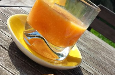 Jus de pêche, abricot, orange et citron