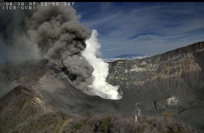 The ashes of Turrialba / Costa Rica