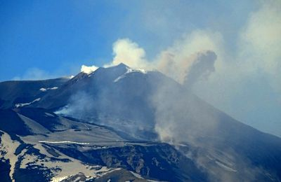 News from Etna and a lava fighter.