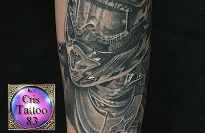 tatouage pilote motocross