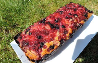 Cake aux pommes et fruits rouges