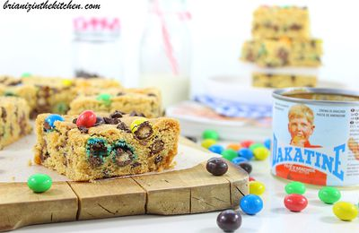 Cookie Bars au Beurre de Cacahuètes, M&M's et Pépites de Chocolat