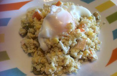 Salade de boulghour, maïs, surimi et olives et son oeuf mollet
