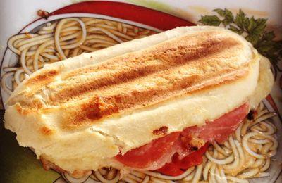 Panini tomate, mozzarella et jambon