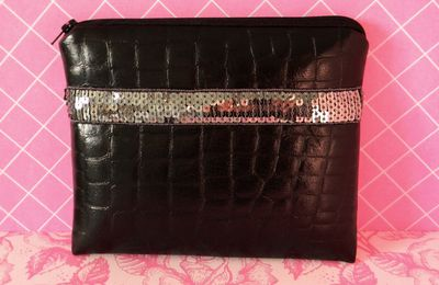 Trousse imitation croco et sequins