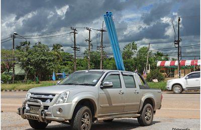 Première étape des travaux de remise en état du terrain (Thaïlande)