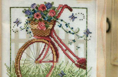 Vélo fleuri au point de croix