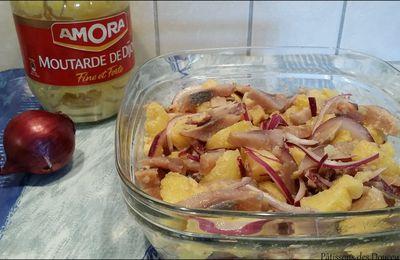 Une Salade de Hareng fumé aux pommes de terre et oignons rouges