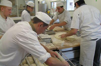 Term bac pro boul pat : commis, boulangerie et pâtisserie.