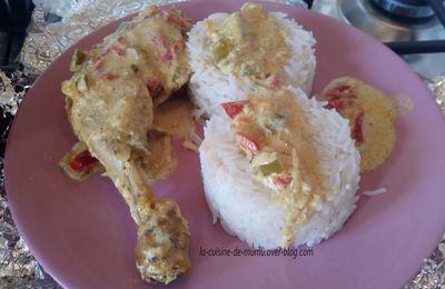 les cuisses de poulet au curry, crème de coco et poivrons