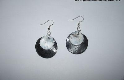 Boucles d'oreilles Créoles noires et blanches en fimo