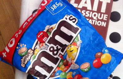 Brownies au chocolat au lait dégustation et M&M'S Crispy .