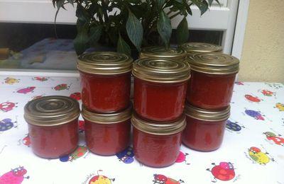 Coulis de tomates  maison  en bocaux .