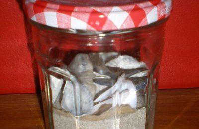 décorer un pot de confiture en pot à souvenir de plage