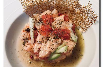 Tartare de saumon aux agrumes et sa tuile dentelle