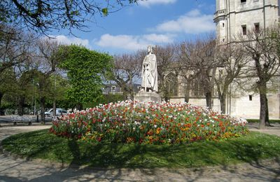 Saint Louis, place de l'église à Poissy