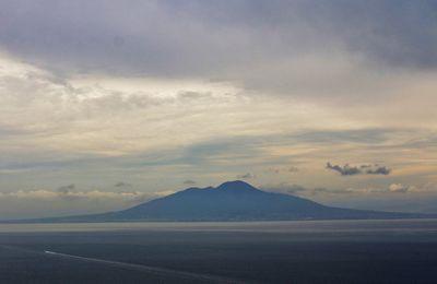 Le Vésuve et son cratère