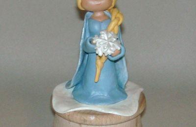 Boite à bijoux avec Elsa reine des neiges en porcelaine froide