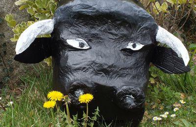 Quelques nouvelles du taureau en papier maché