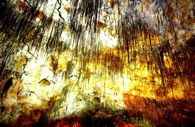 Thouzon, son château et ses grottes, dans le Vaucluse