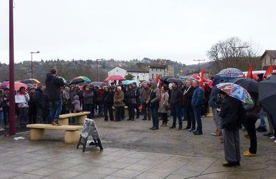 Vieille Brioude : 300 manifestants en soutien aux personnels de l'école