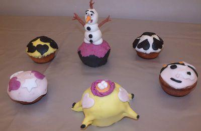 Déco cupcakes pâte à sucre Olaf et coeur