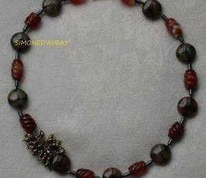 Bijoux de créateur : collier en cornaline, hématite...