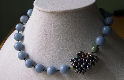 Création collier en pierres naturelles.