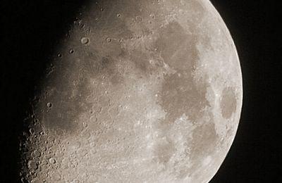 Lune Gibbeuse ascendante