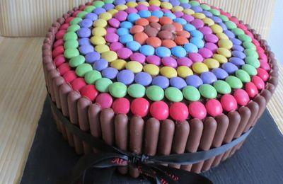Gâteau d'anniversaire tricolore aux smarties