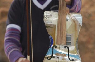 Top 10 des instruments de musique faits d'objets recyclés