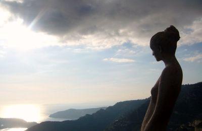 statue : les yeux posés sur l'horizon