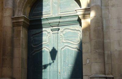 une porte insolite : pour la communauté portes du monde