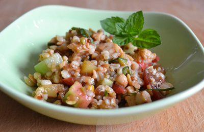 Salade fraîche au tempeh et légumes d'été