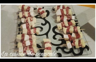 Mini brochettes saucissons camembert